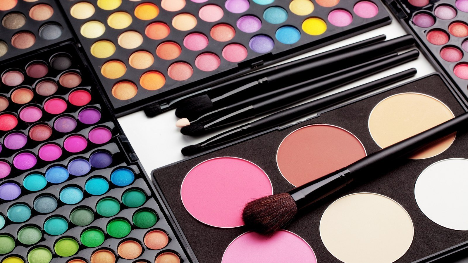 3 Ways to Organize Your Makeup Brushes